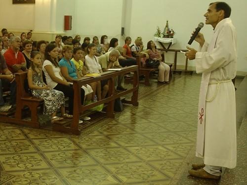 Barros. Dijo que la Iglesia debe plantearse cómo presenta a Dios a los jóvenes.