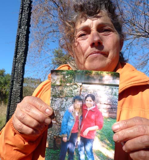 Leopoldina Oejda exhibe una de las últimas fotos de su nieta.