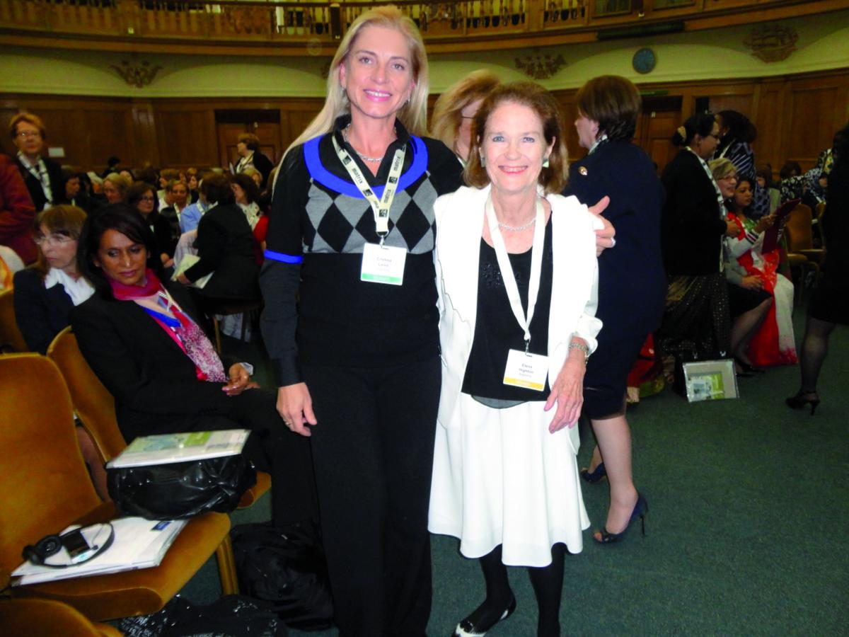 La ministra del STJ de Misiones, Cristina Leiva y la vicepresidente de la Corte Suprema de Justicia, Helena Higthon de Nolasco, en Londres.