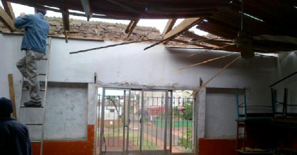 Aula del instituto Stella Maris afectada por la tormenta de ayer.