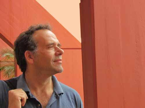 Libertad. Hernán Ameijeiras es uno de los editores de la revista Barcelona.