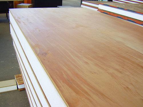 Conflicto. La importación de madera terciada afecta a empresas misioneras.