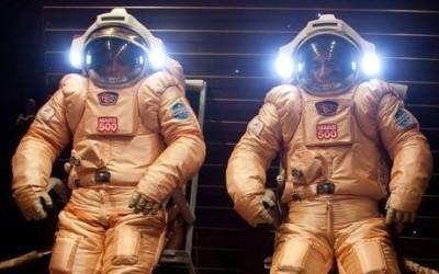 La tripulación de Mars500 prueba sus trajes Orlan. (Foto: IBMP/ Oleg Voloshin)