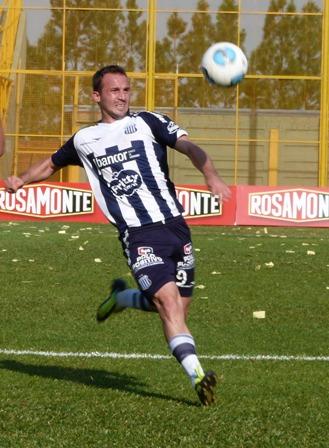 El goleador de la tierra colorada no para de meterla en Talleres. (Foto Miguel Geneyro, Misiones On Line)
