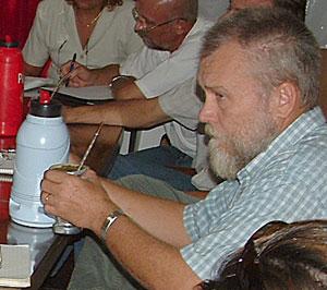 De viaje. Hugo Sand viajará a Buenos Aires para negociar por el precio.
