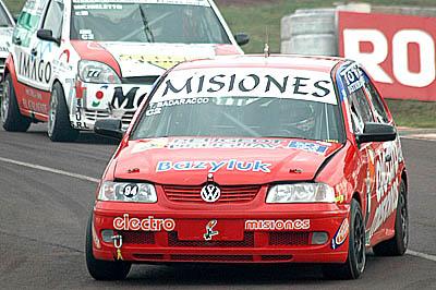 Cambia de marca. Tulio Badaracco, deja el Wolswagen Gol para pasar al Renault Clío y de esta manera pelear el campeonato de la clase del Turismo Nacional.
