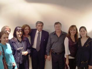 Mimo Eidman, junto al público que participó de la apertura de la exposición que contó con la presencia de Fabriciano Gómez, maestro de la artista y mentor de la tradicional Bienal de Resistencia, Chaco