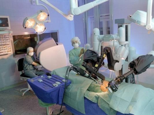 El robot Da Vinci es una de las últimas incorporaciones de tecnología en el Hospital Madariaga.