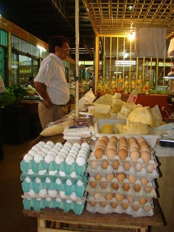 Los huevos blancos son argentinos y los otros paraguayos.