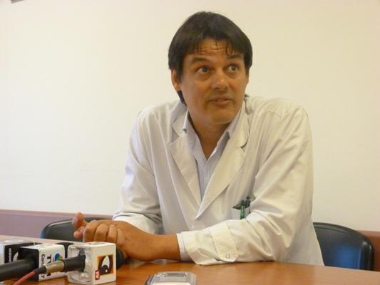 """El doctor Emanuel Silva dijo que a los fumadores """"les irá mal, no sólo por el ACV sino por el cáncer""""."""