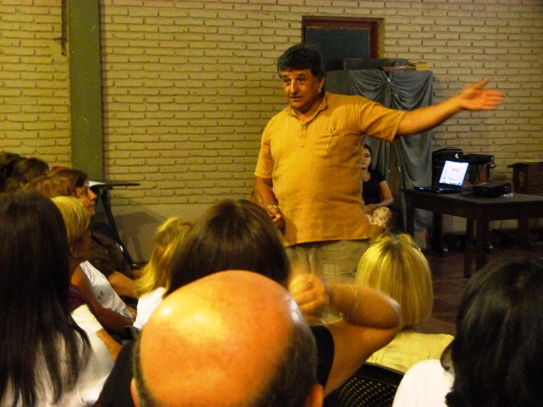 El sacerdote es posadeño y hace 30 años vive en Brasil.