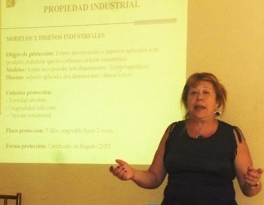 Amalia Koss, de la Universidad Austral disertó en la facultad de Ciencias Forestales.