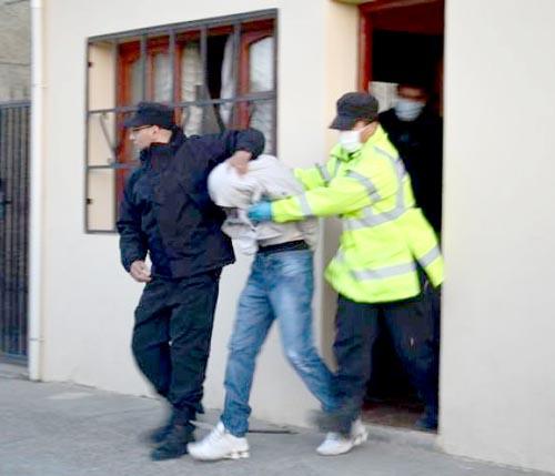 Diego García (22), al ser detenido. (Foto gentileza Resumen Policial)