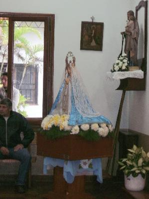 En la parroquia local, réplica de la Virgen de Itatí de Corrientes.