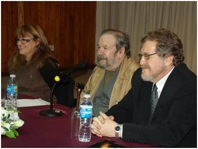 Leopoldo Bartolomé (centro) con el decano Luis Nelli y la vicedecana Gisela Spasiuk.