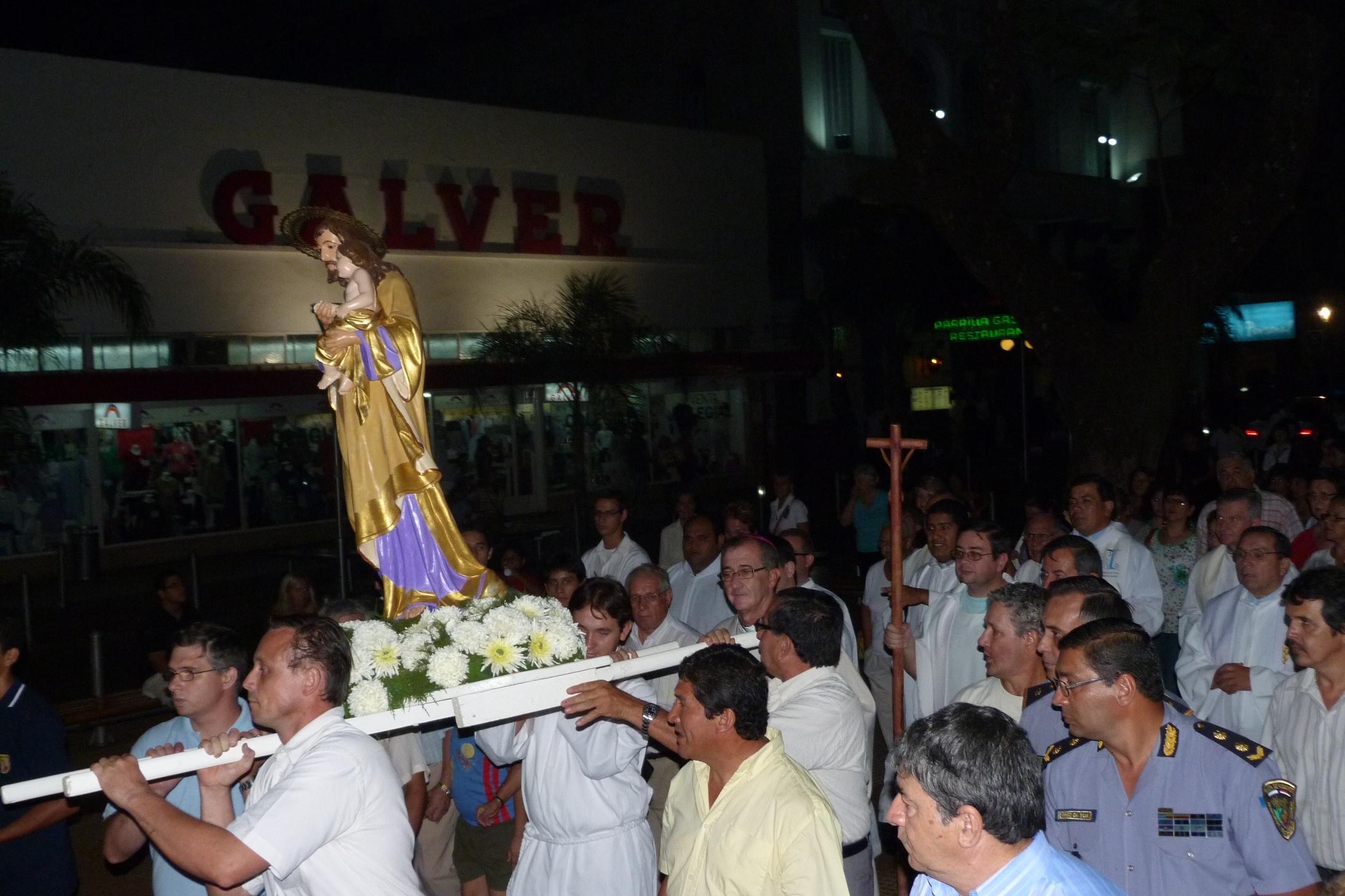 La procesión con la imagen de San José fue alrededor de la plaza 9 de Julio.