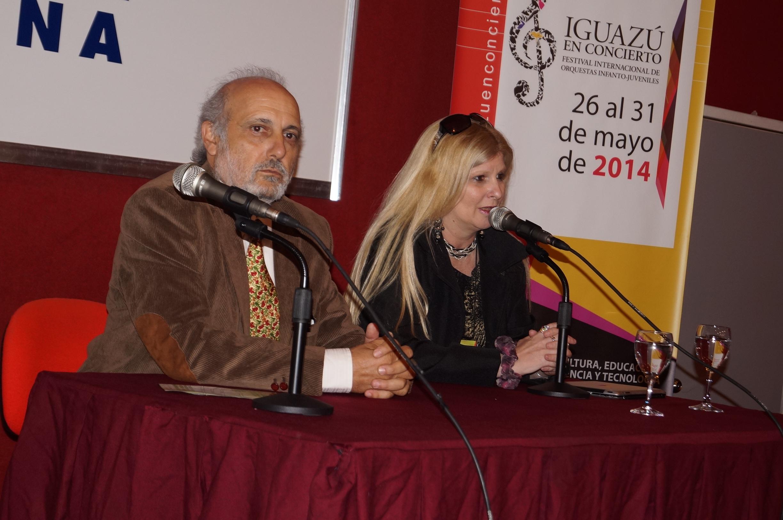 El ministro Luis Jacobo y la directora artística del festival Andrea Merenzo