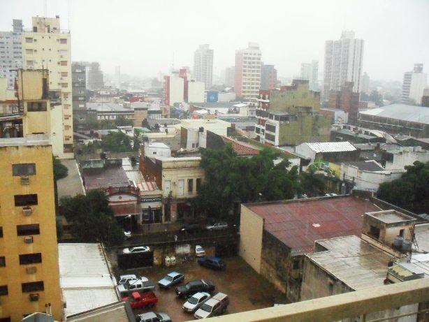 Hoy las precipitaciones en Posadas son más abundantes que ayer.