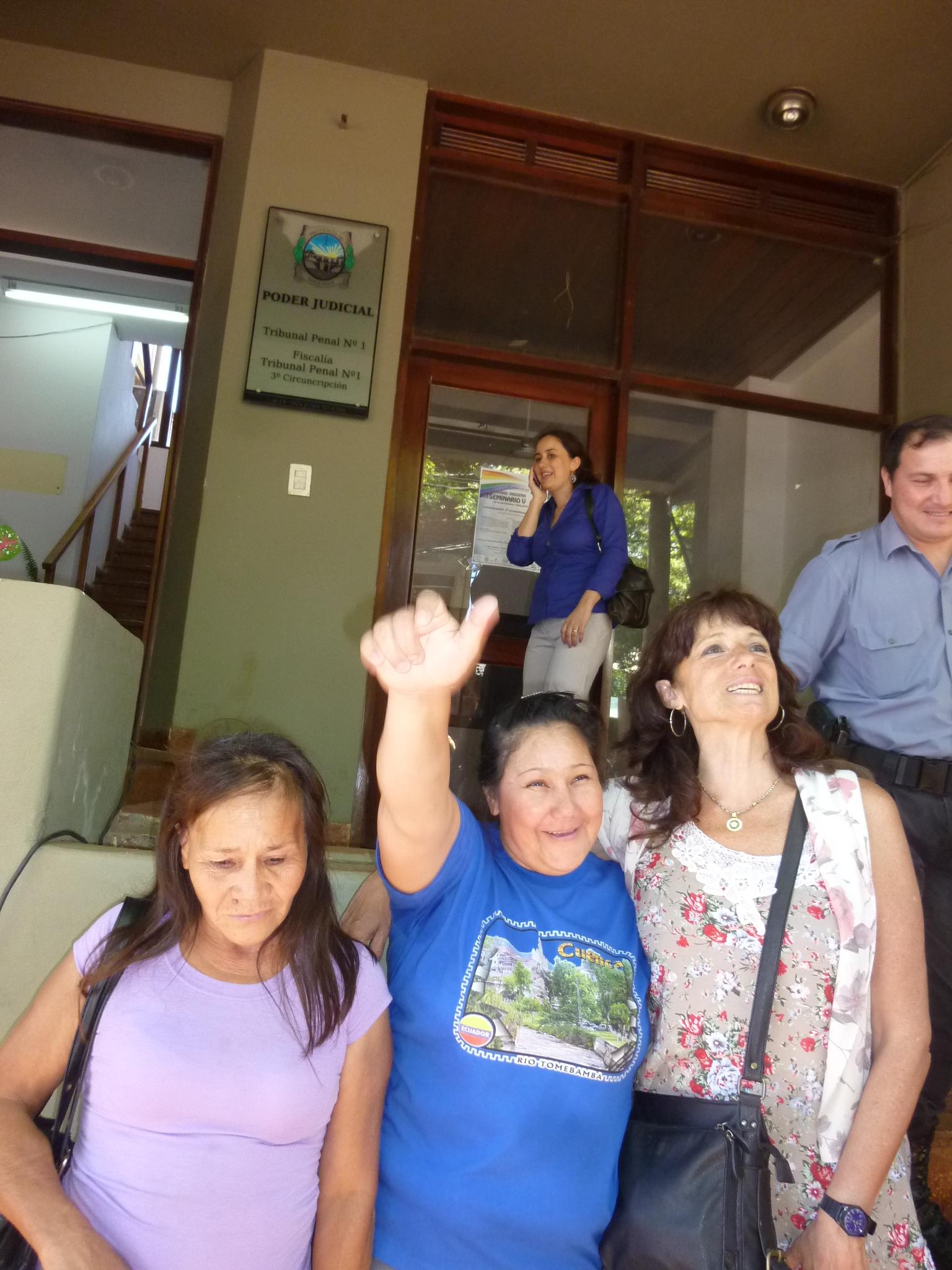 María Ovando a la salida del Tribunal Penal N° 1 de Eldorado.