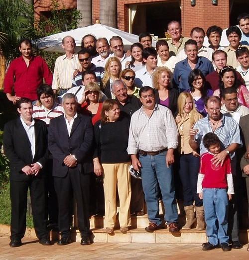 Jorge Taglioli (camisa azul, derecha arriba) en uno de los últimos festejos del día del periodista organizado por el Iguazú Grand.