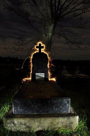 Esta es la foto que lograron tomar de las tumbas del cementerio municipal y en la imagen se observa la técnica empleada