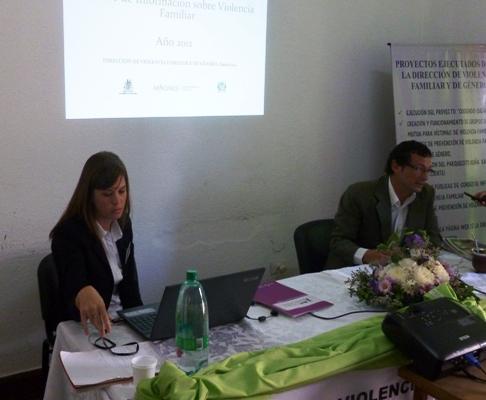 Psicóloga Analía Michinski y el director de Violencia de Género,  Carlos Quintana.