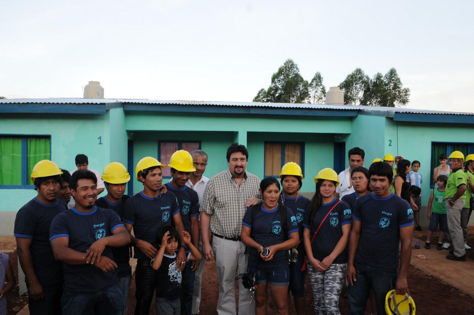 Equipo. Closs agradeció a las cooperativas de trabajo por la construcción.