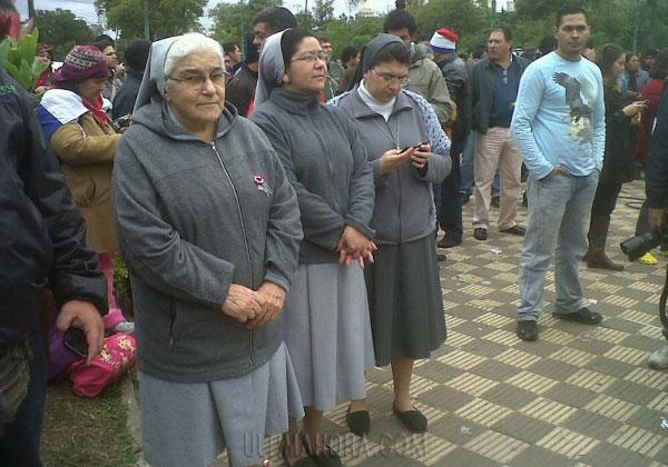 Foto: Ultima Hora: Las religiosas se manifiestan en contra del juicio político al presidente de Paraguay Fernando Lugo.