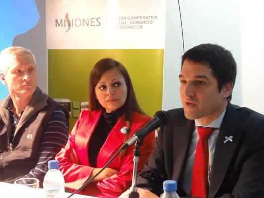 Ministros Néstor Ortega y Fabiola Bianco y el subsecretario Pyme Andrés Elgarrista.