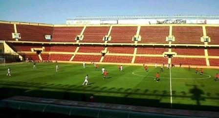 El partido se jugó a puertas abiertas en el estadio Brigadier López.