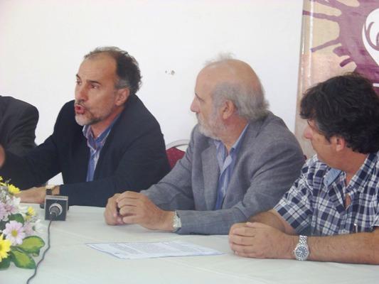 Rector Javier Gortari, ministro Luis Jacobo e intendente Marcelo Sánchez.