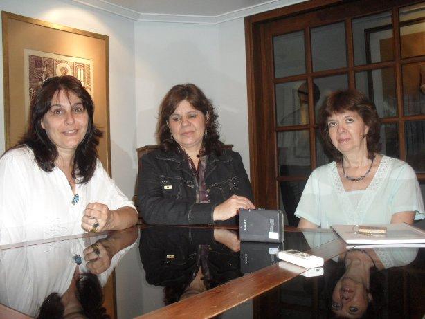 Las proesoras que anunciaron: Silvia Méndez, Gladys Verón y Silvia Venanzi.