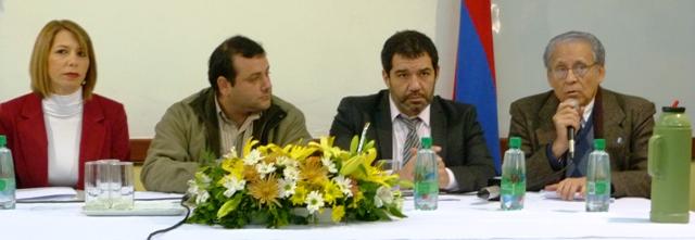 Herrera Ahuad, (segundo a la izquierda) encabezó hoy en Salud Pública la reunión del COFEDRO.