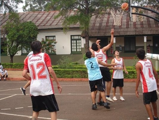 En el Liceo hubo competencias deportivas entre colegios.
