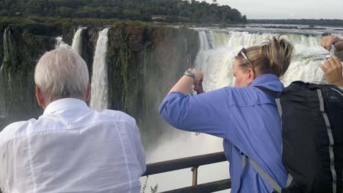 Embelesados. Los operadores turísticos quedaron maravillados con Cataratas.