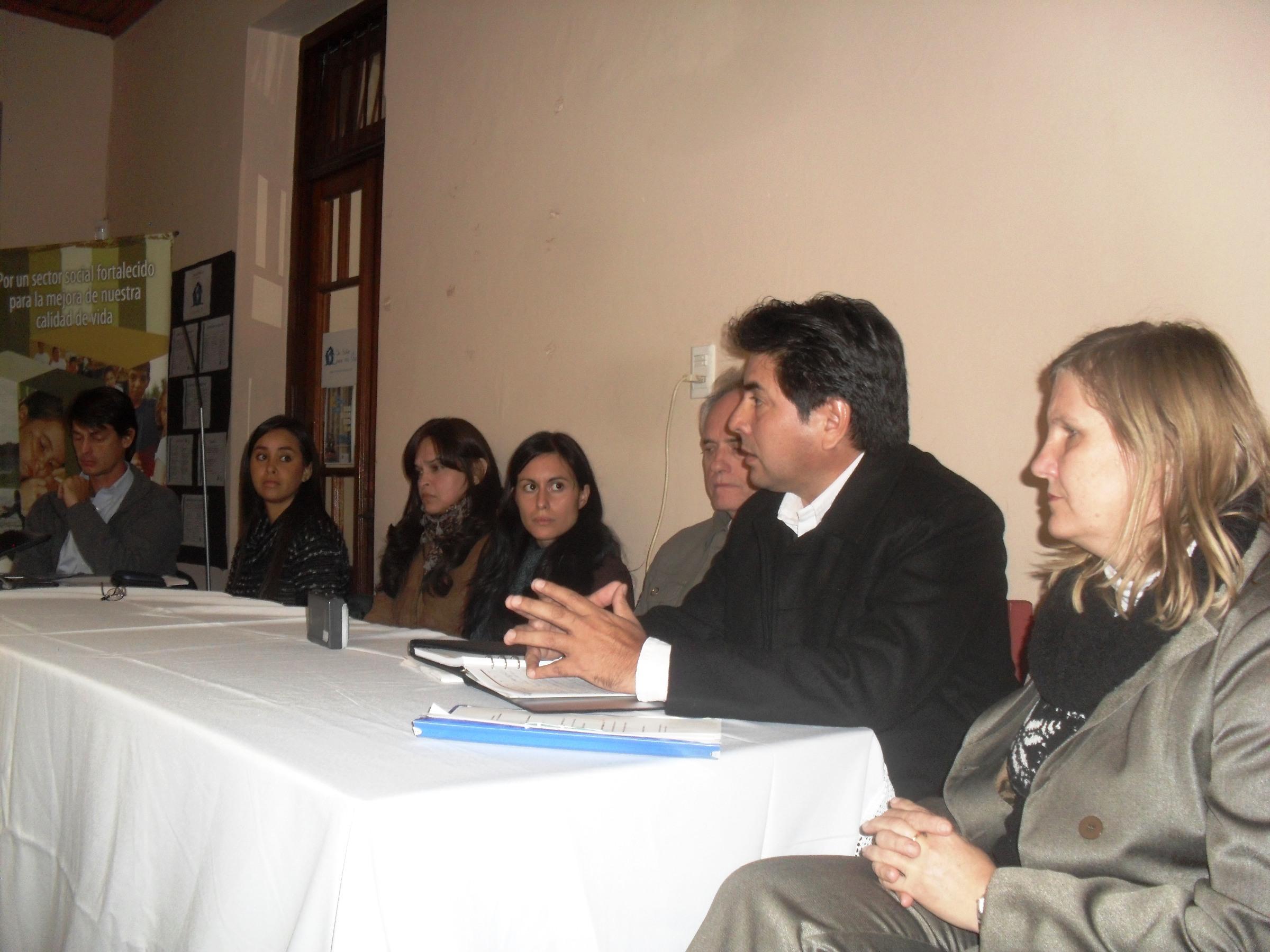 En la sede de Grupo Solidario se reunieron para informar a la sociedad de su trabajo.