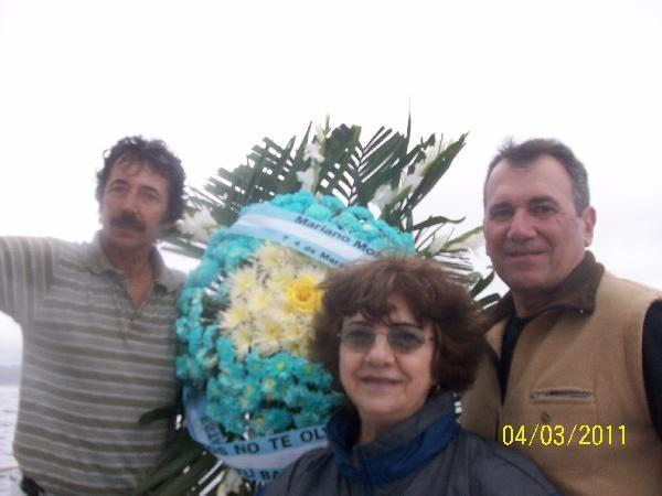 Manuel Vila, Cristina De Luca Giacobini y Carlos Sánchez en mar abierto en Rio.