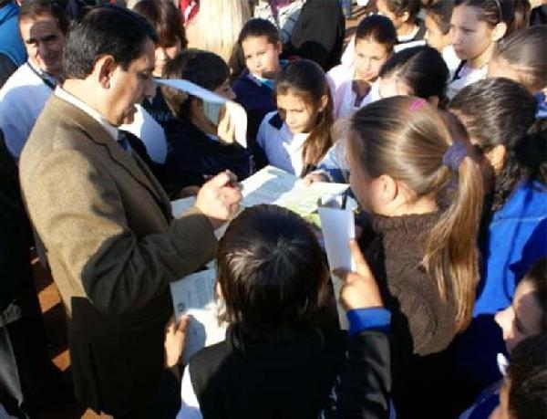 El intendente Franco explicó el proyecto a los más chicos.