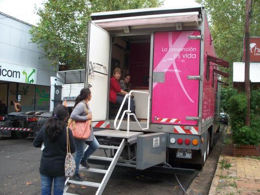 El camión rosa está ubicado en Belgrano casi Colón, frente a Lalcec Posadas.