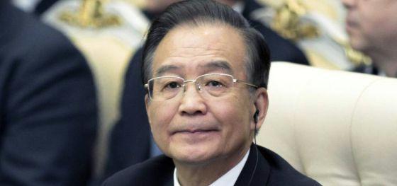Por publicar ganancias multimillonarias de parientes del primer ministro chino, Wen Jiabao.