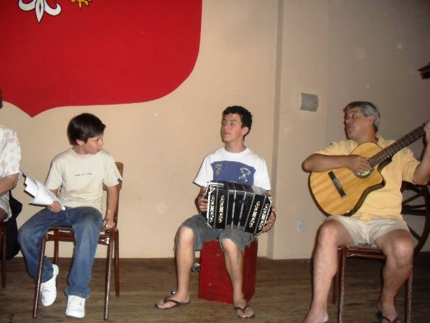Lisandro, Joaquín y el padre, Oscar Benítez.
