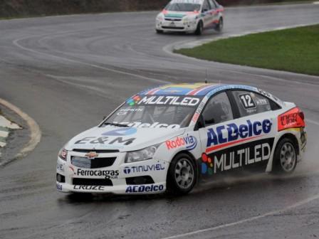 Pipkin festejó con el Chevrolet en la lluviosa jornada de Posadas.