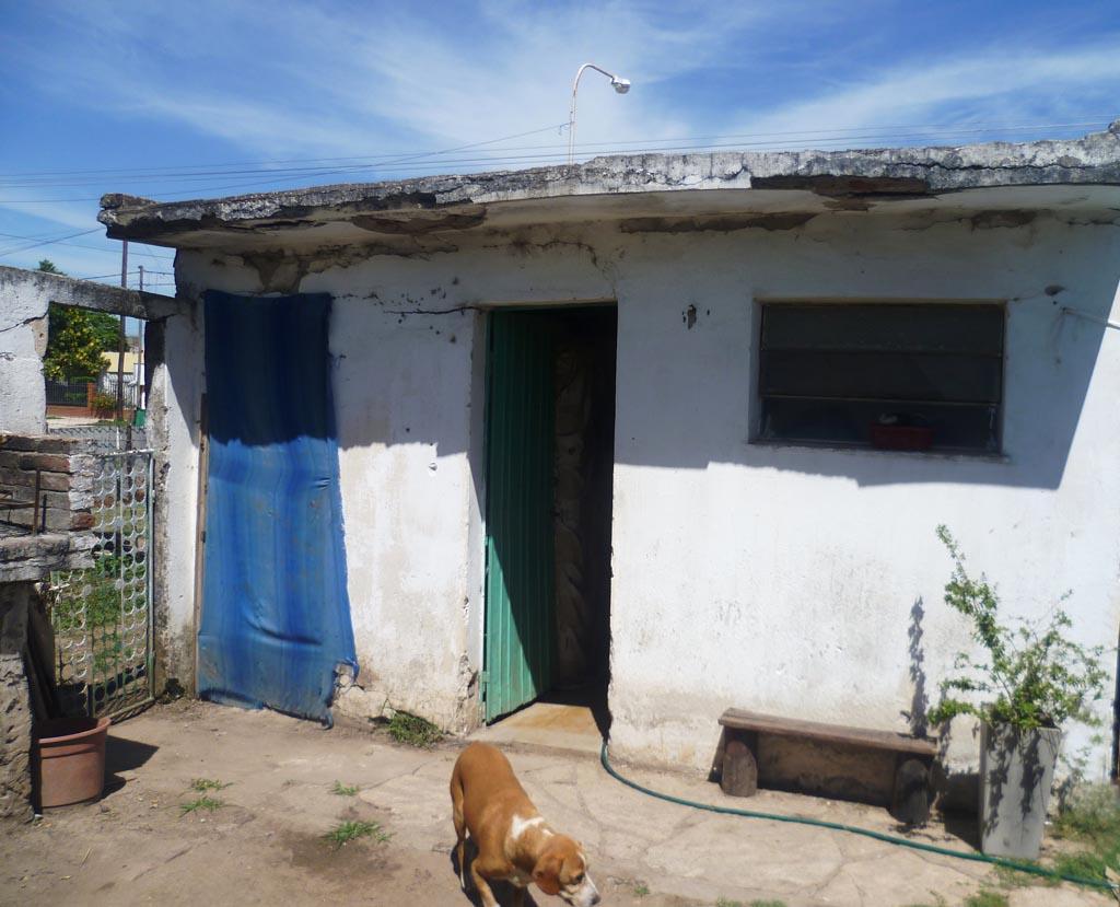 Frente de la casa de unos de los indigentes cuyos nombres eran utilizados por la banda