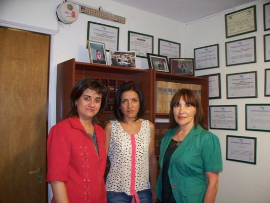 Escribana Lucrecia Balbuena, psicóloga Silvia González y magister en Salud Mental, Gloria Reyero, de la Cuenca del Plata.