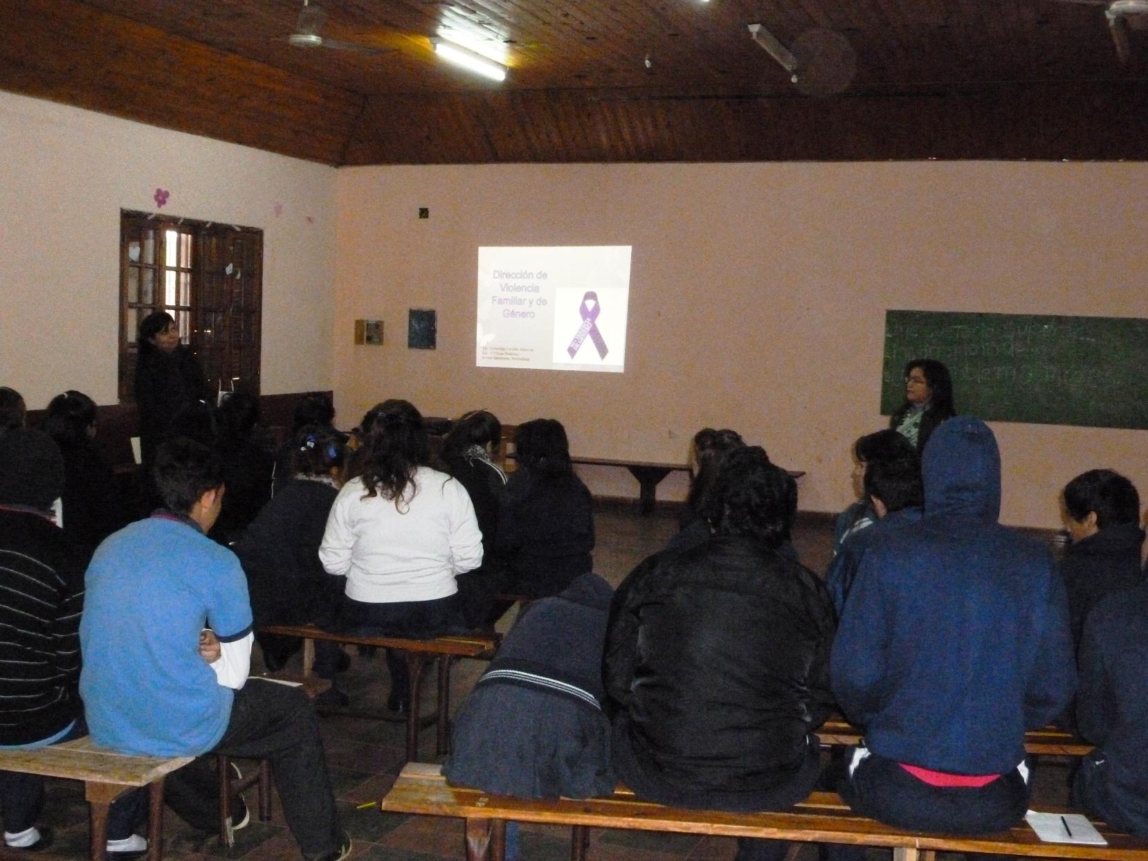 Brindan herramientas a los jóvenes para prevenir violencia.