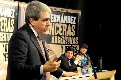 Zonceras. Aníbal Fernández presentó anoche su libro en Posadas.