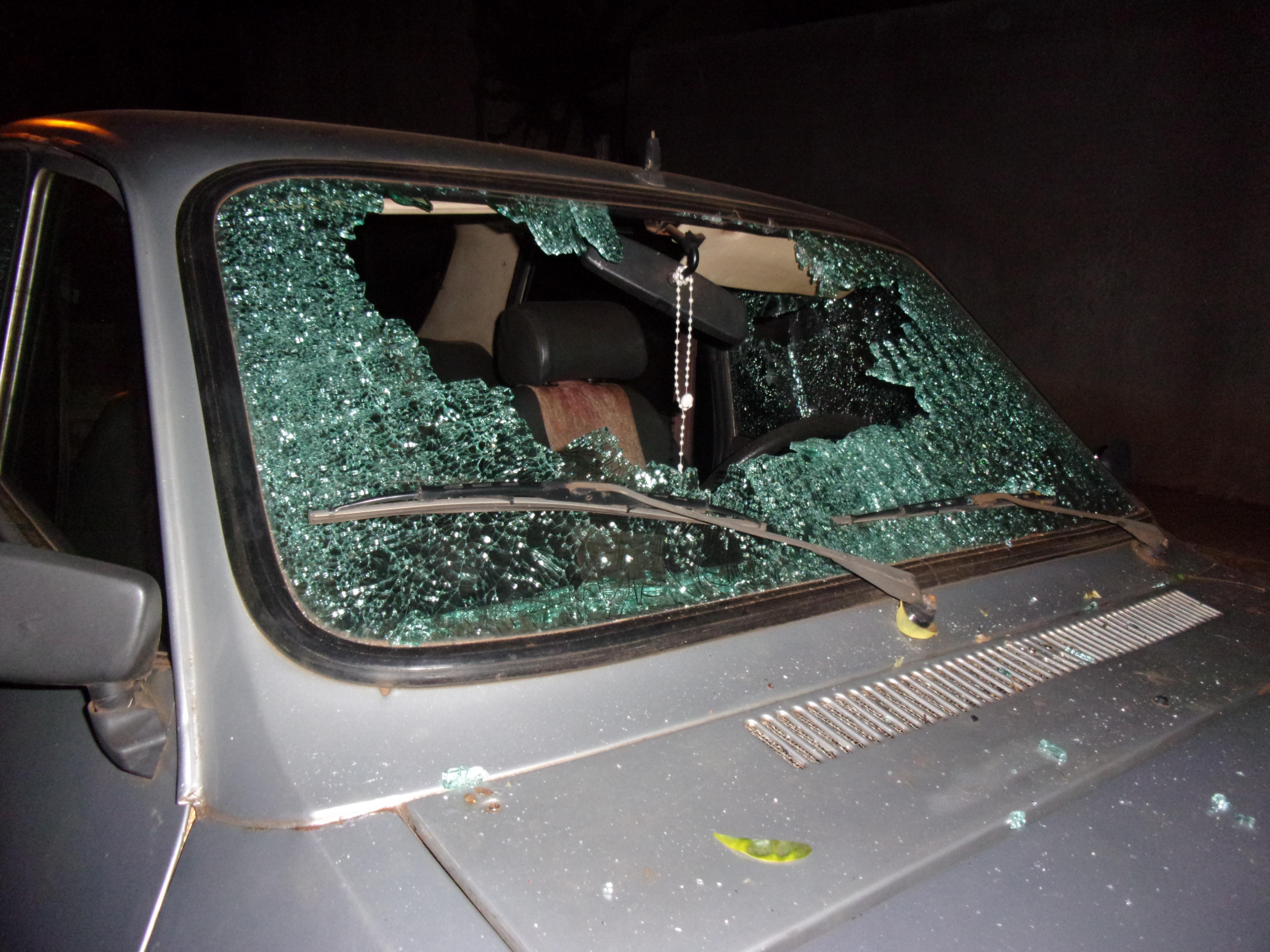 Así quedó el Renault 12 atacado el domingo a la madrugada