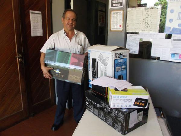 Anastacio Ubeda vive hace 20 años en una casa construida por el Iprodha.