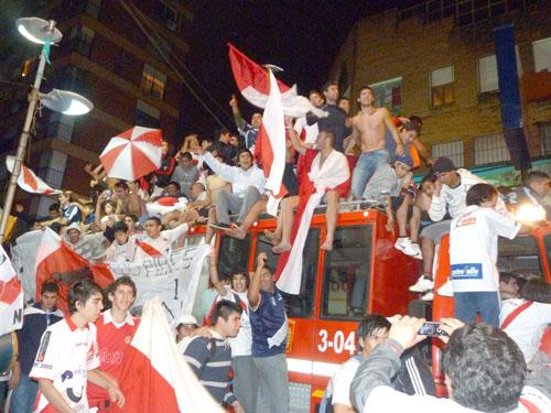 Los jugadores festejaron junto a su gente en el centro posadeño.