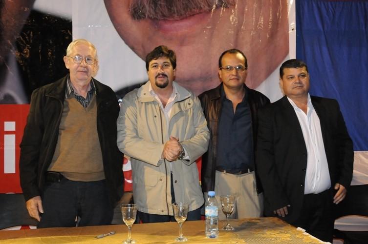 Closs con los candidatos renovadores de Los Helechos.